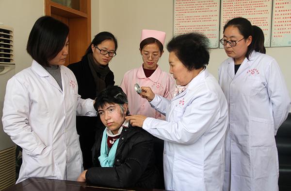 白癜风专家成爱华制定诊疗方案